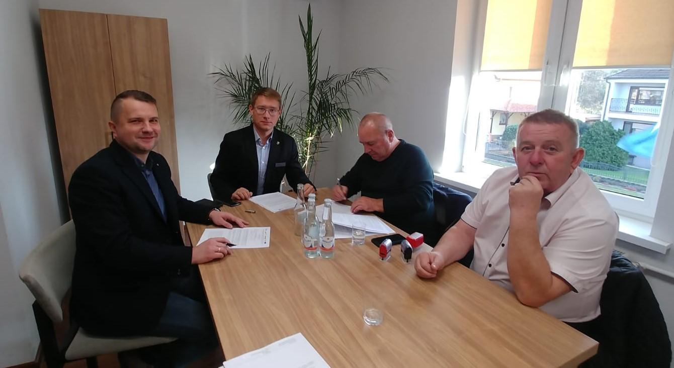 9. Podpisanie umowy na budowę ścieżki pieszo-rowerowej Brynica-Opole (Świerkle).jpeg
