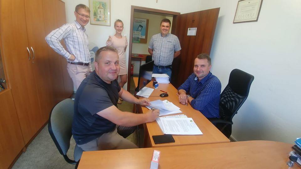 22. Umowa na budowę wraz z odwodnieniem ulicy Chabrów w Luboszycach.jpeg