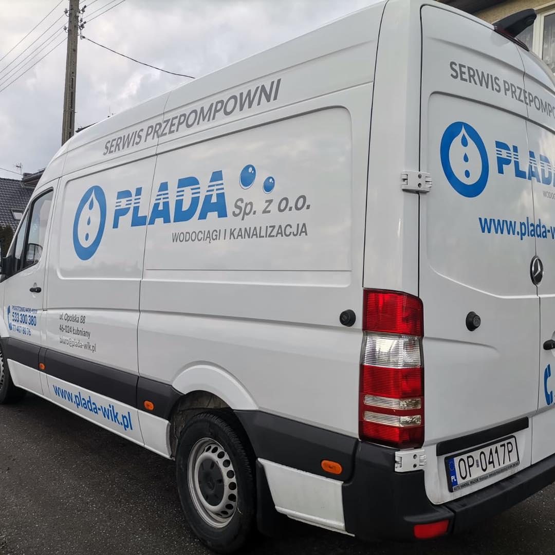 Na zdjęciu samochód firmowy PLADA sp. z o.o. - źródło - facebook spółki