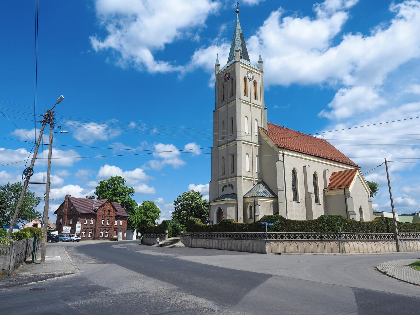 7. Łubniany - kościół św. Piotra i Pawła.jpeg