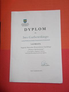 Dyplom dla ucznia Iwa Garbowskiego laureata Nagrody Marszałka Województwa Opolskiego