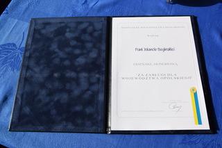 Dyplom dla wyróżnionej Jolanty Begińskiej
