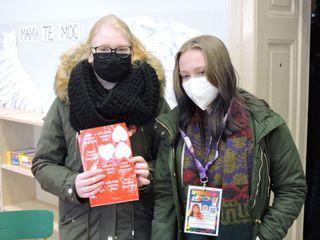 Wolontariuszki WOSP w siedzibie sztabu w Brynicy