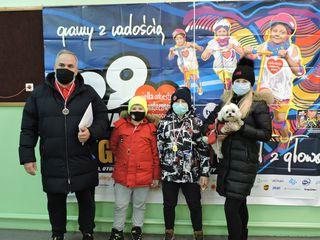 Rodzina po pokonaniu dystansu w biegu Rusz się dla Serca