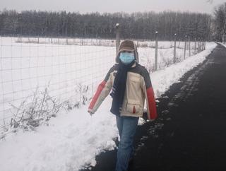 Dziecko w trakcie marszu - uczestnik biegu rusz się dla serca